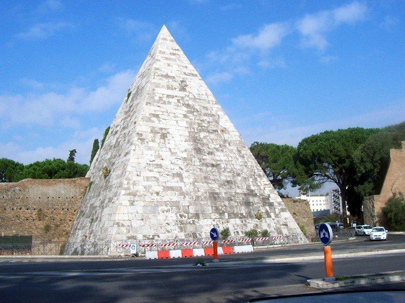 Pirámide Cestia - rione Testaccio