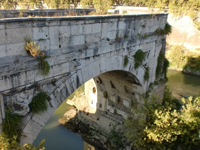 Ponte Rotto junto a la Isola Tiberina