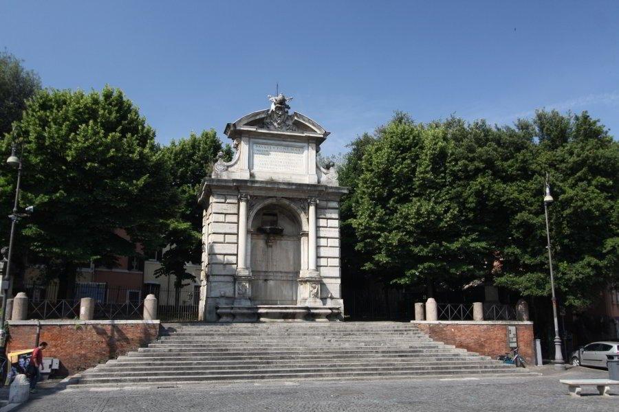 Piazza Trilussa, Fontanone dei Cento Preti