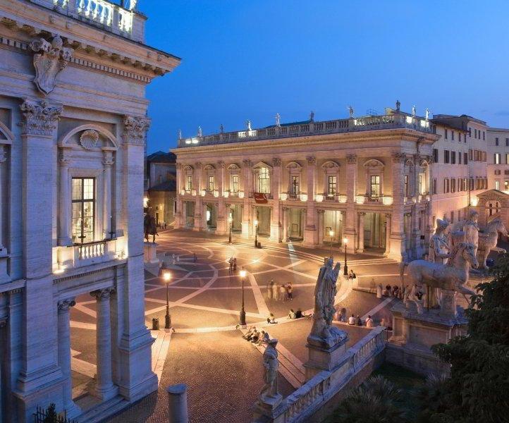 visita en Grupo de Roma por la noche