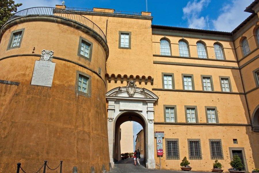 Castel Gandolfo, entrada