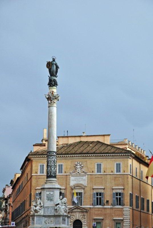 Columna de la Inmaculada Concepción, Piazza Spagna
